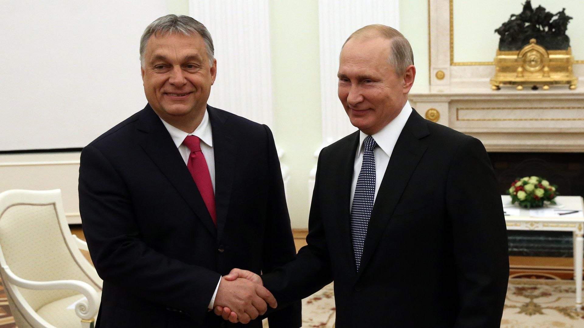 Hungarian President shaking hands with Russian President Putin