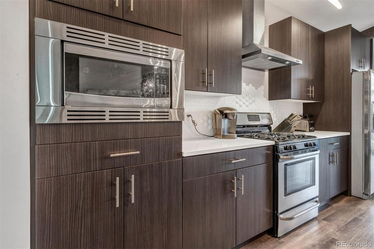 1316 29th St #202 kitchen