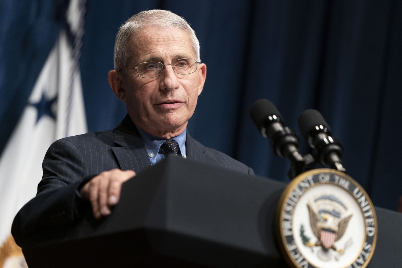 "Anthony Fauci says White House effort to discredit him is ""bizarre"" thumbnail"