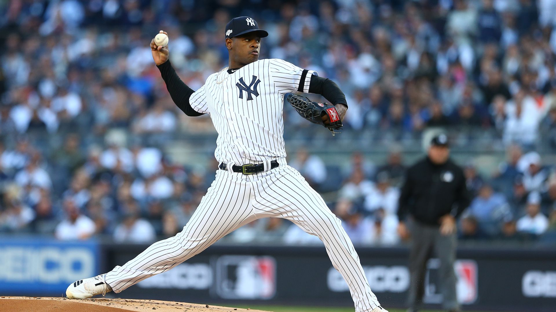 Luis Severino #40 of the New York Yankees pitching