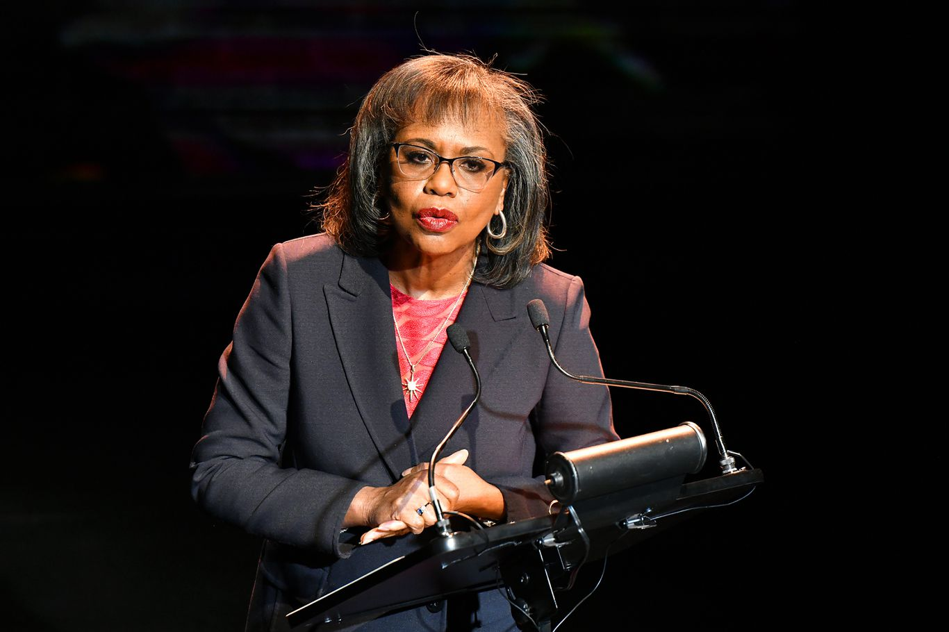 CNN: Anita Hill says she's voting for Biden and will help him with gender issues thumbnail