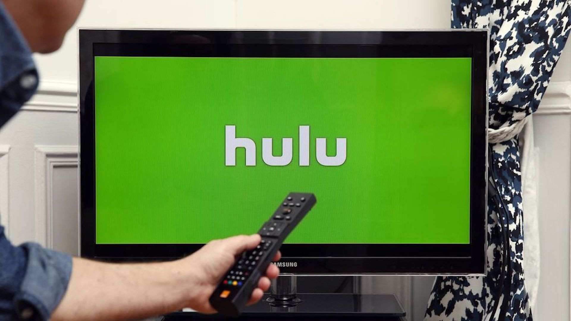 Comcast agrees to sell its Hulu stake to Disney - Axios on