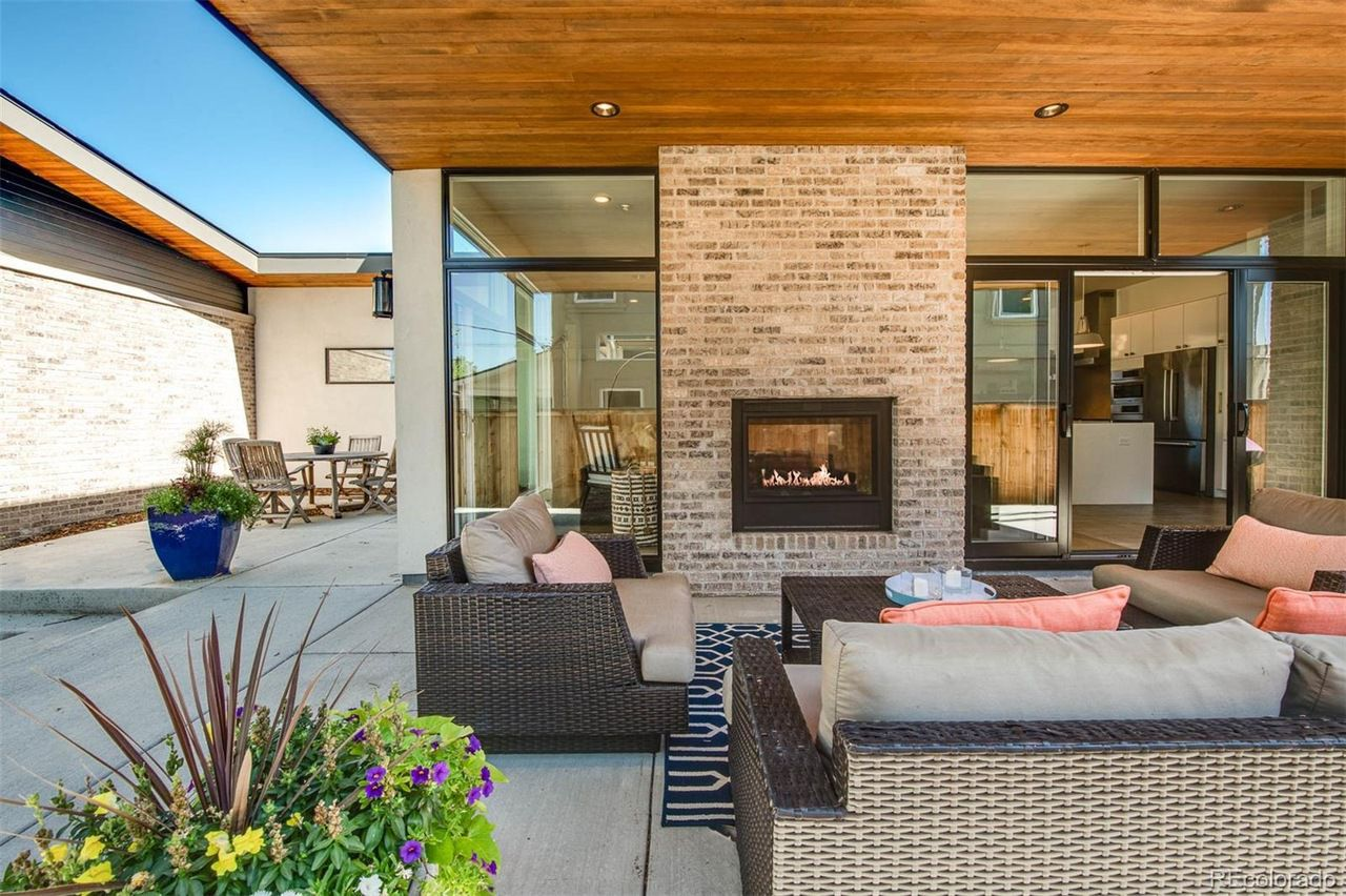 1551 S. Fillmore St. outdoor living room