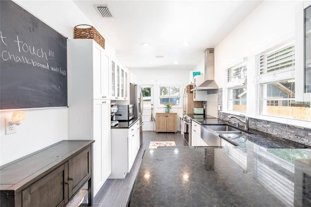 207 W Chelsea St. kitchen