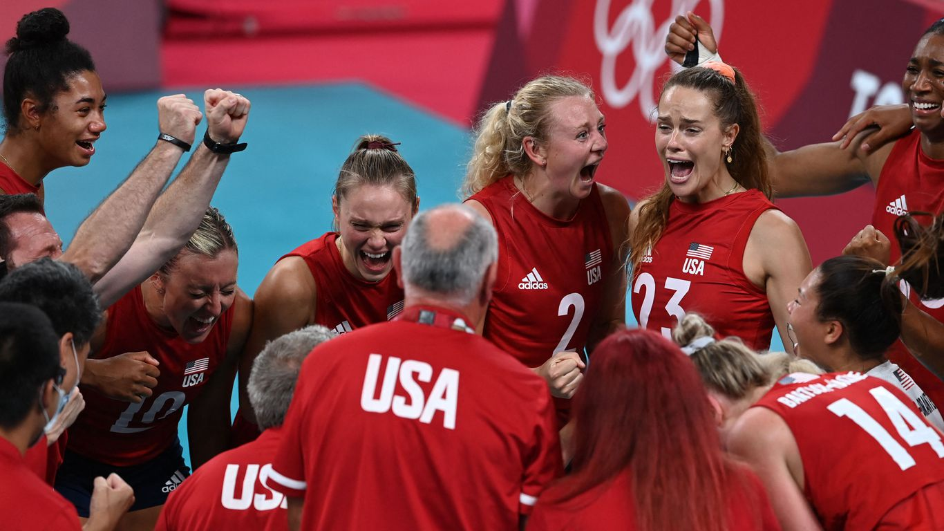 U.S. edges China for most gold medals after women's indoor volleyball team win thumbnail