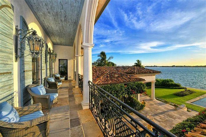 1309 Vista Drive patio