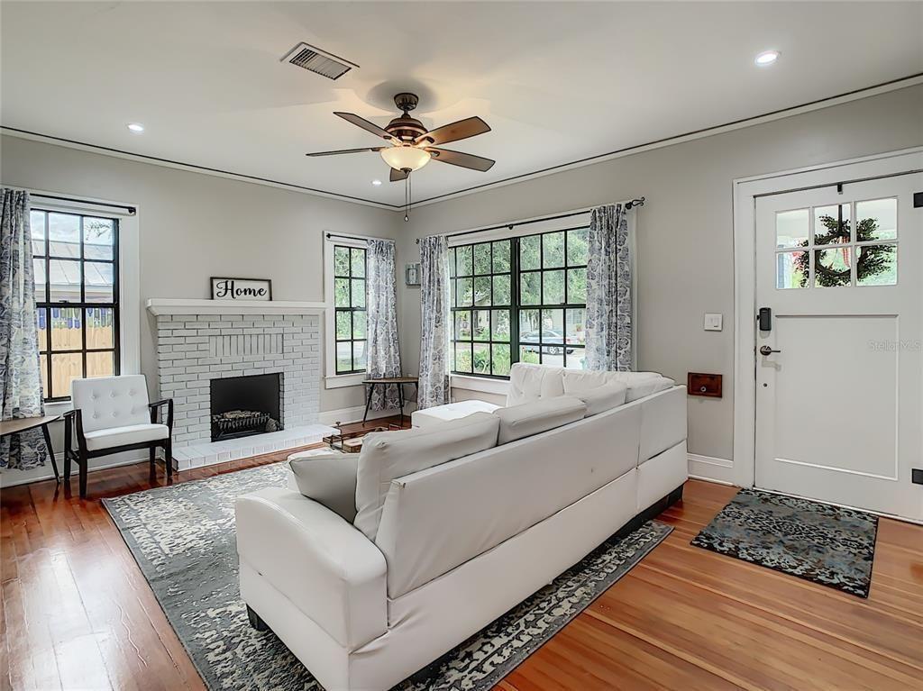 310 E. Paris St. living room
