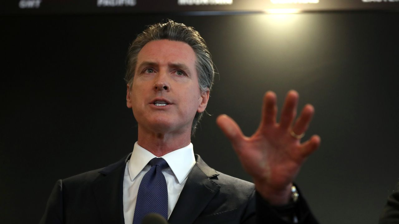 Newsom issues executive order to stop sale of gas-powered cars in California by 2035