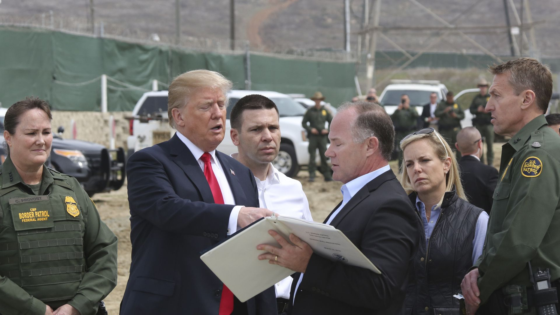 Trump with border patrol agents