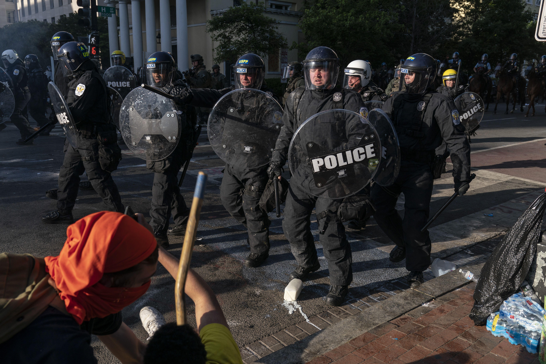 Cops in Dallas and D.C. trap protesters en masse