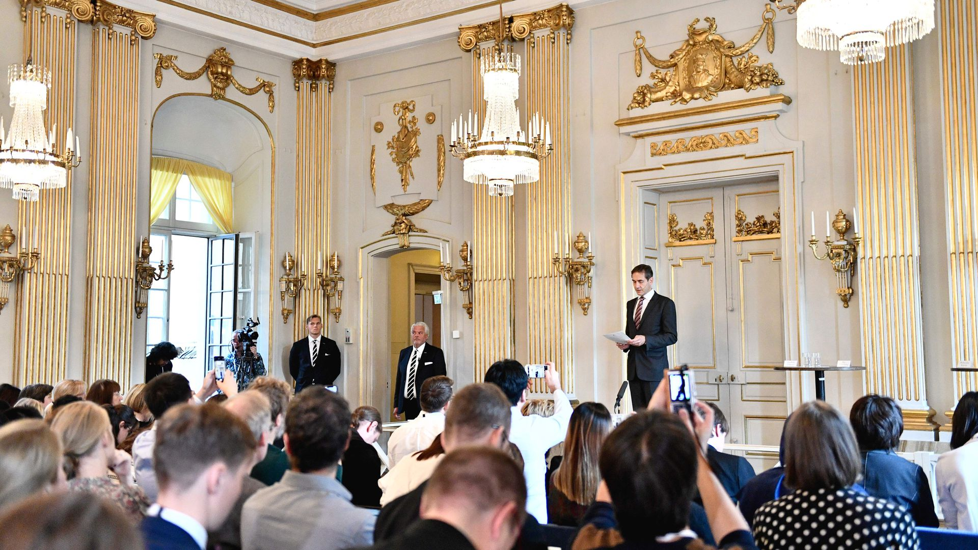 The Swedish Academy announces the winners of the 2018 and 2018 Nobel Parize in literature