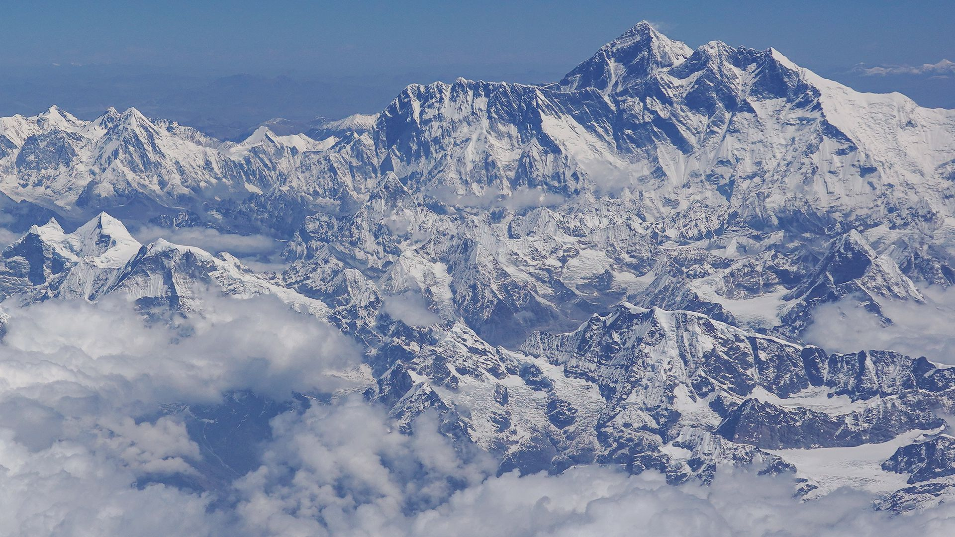 3 more people died climbing Mount Everest yesterday