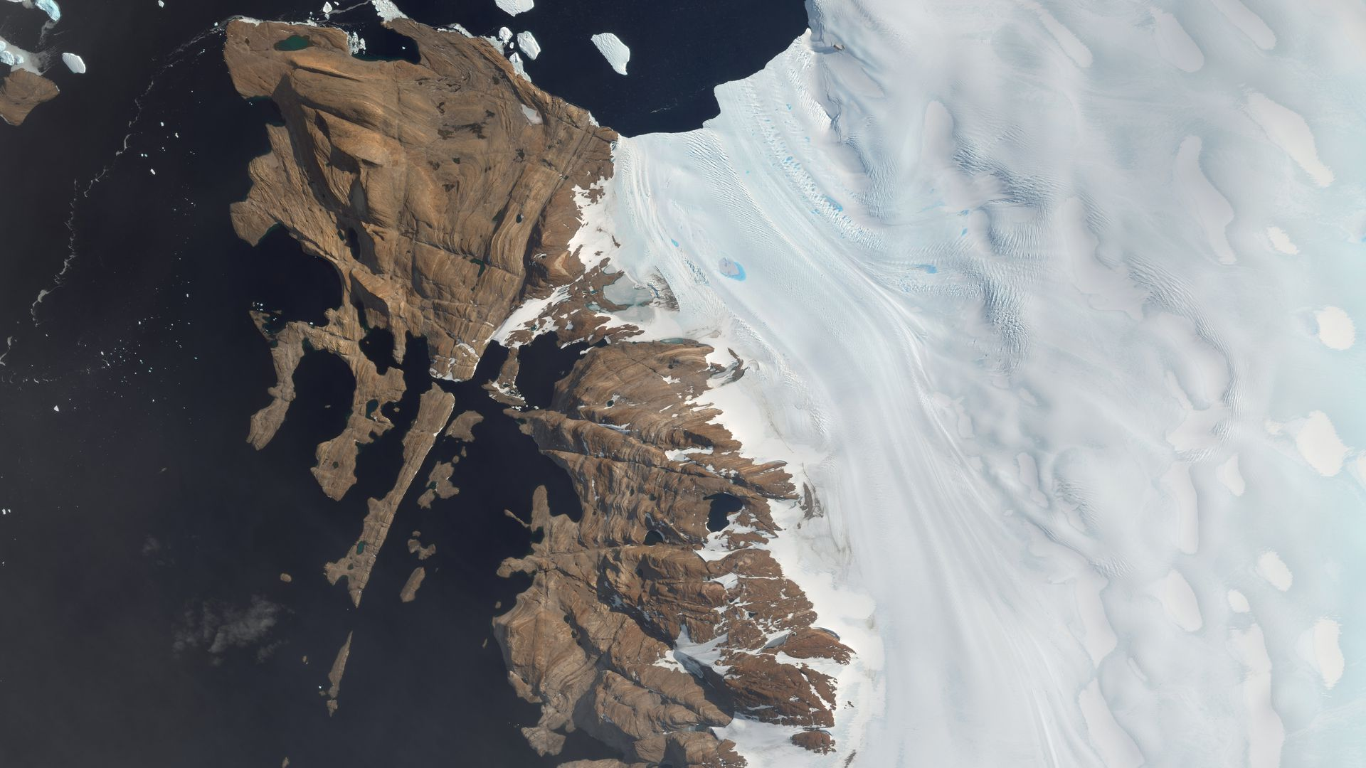 An overview of Langhovde Glacier in Antartica