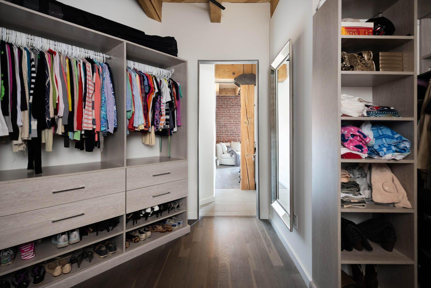 1792 Wynkoop St #501 closet