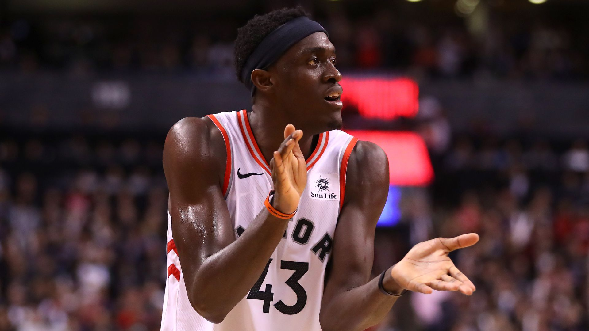 Pascal Siakam clapping
