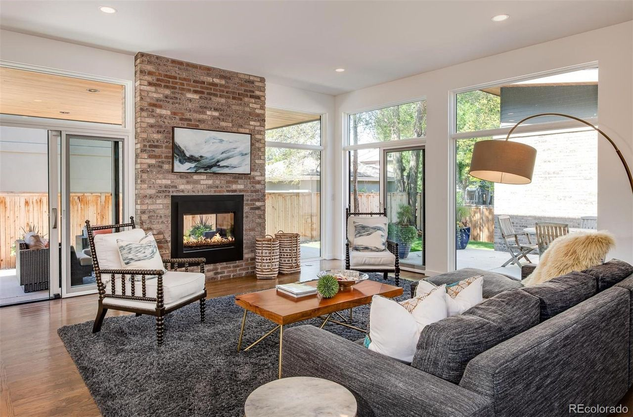 1551 S. Fillmore St. living room