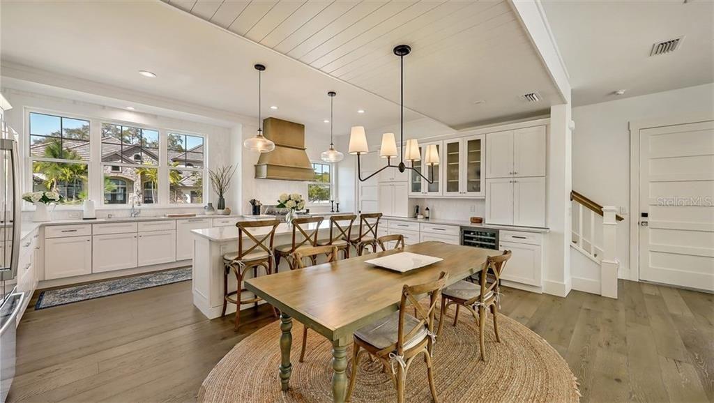 1802 Magnolia St. kitchen