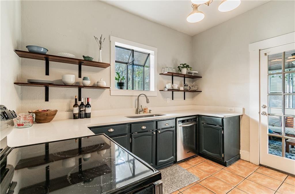 1418 E Idlewild Ave kitchen
