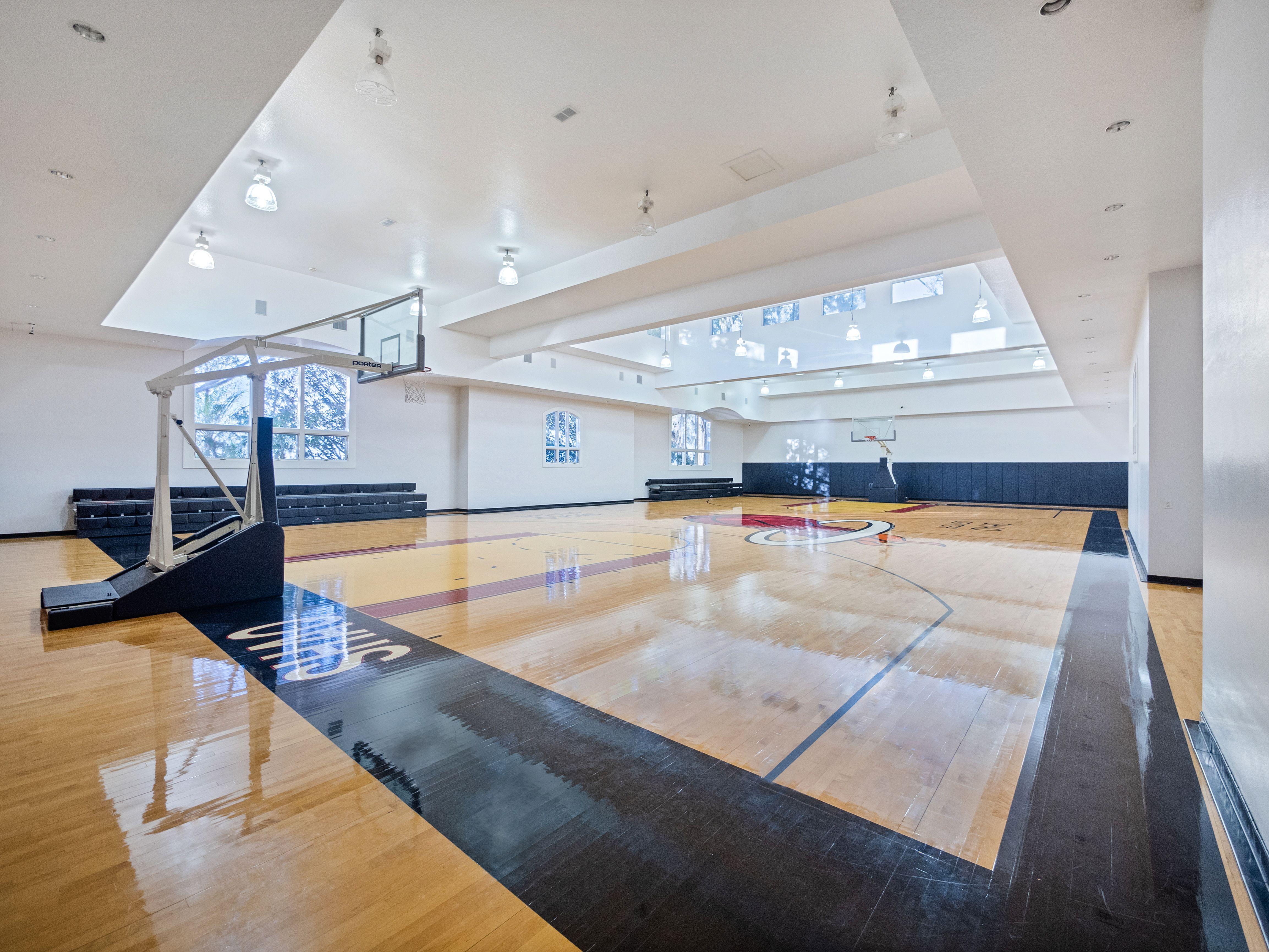 shaq's florida estate indoor basketball court