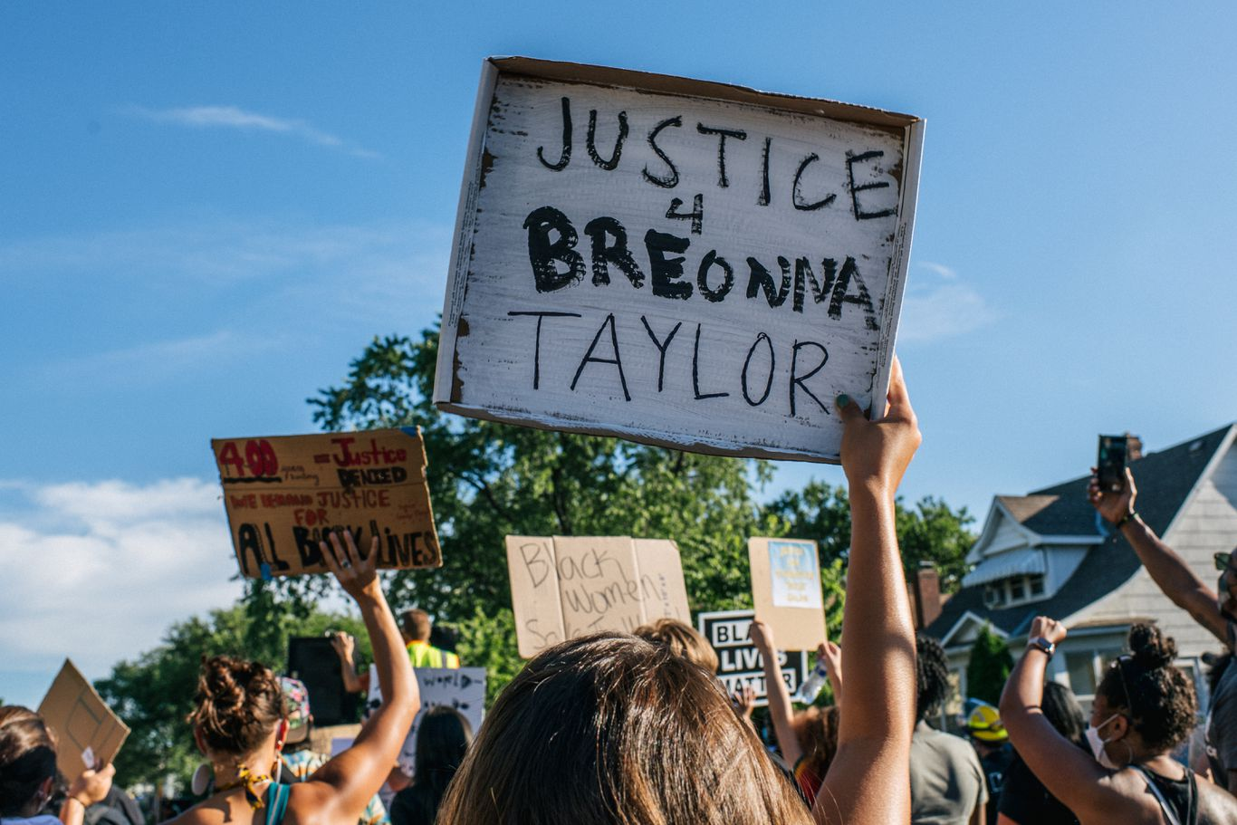 Shots fired into crowd at Breonna Taylor protest leaves 1 dead in Kentucky park thumbnail