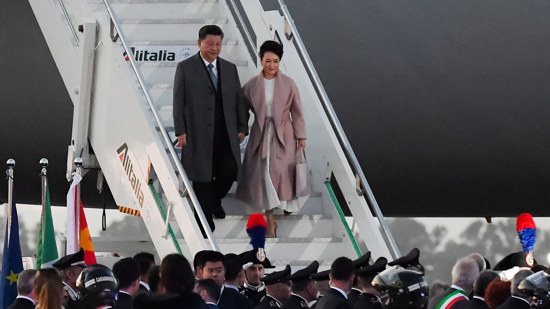 Xi Jinping and his wife deboarding their flight in Italy