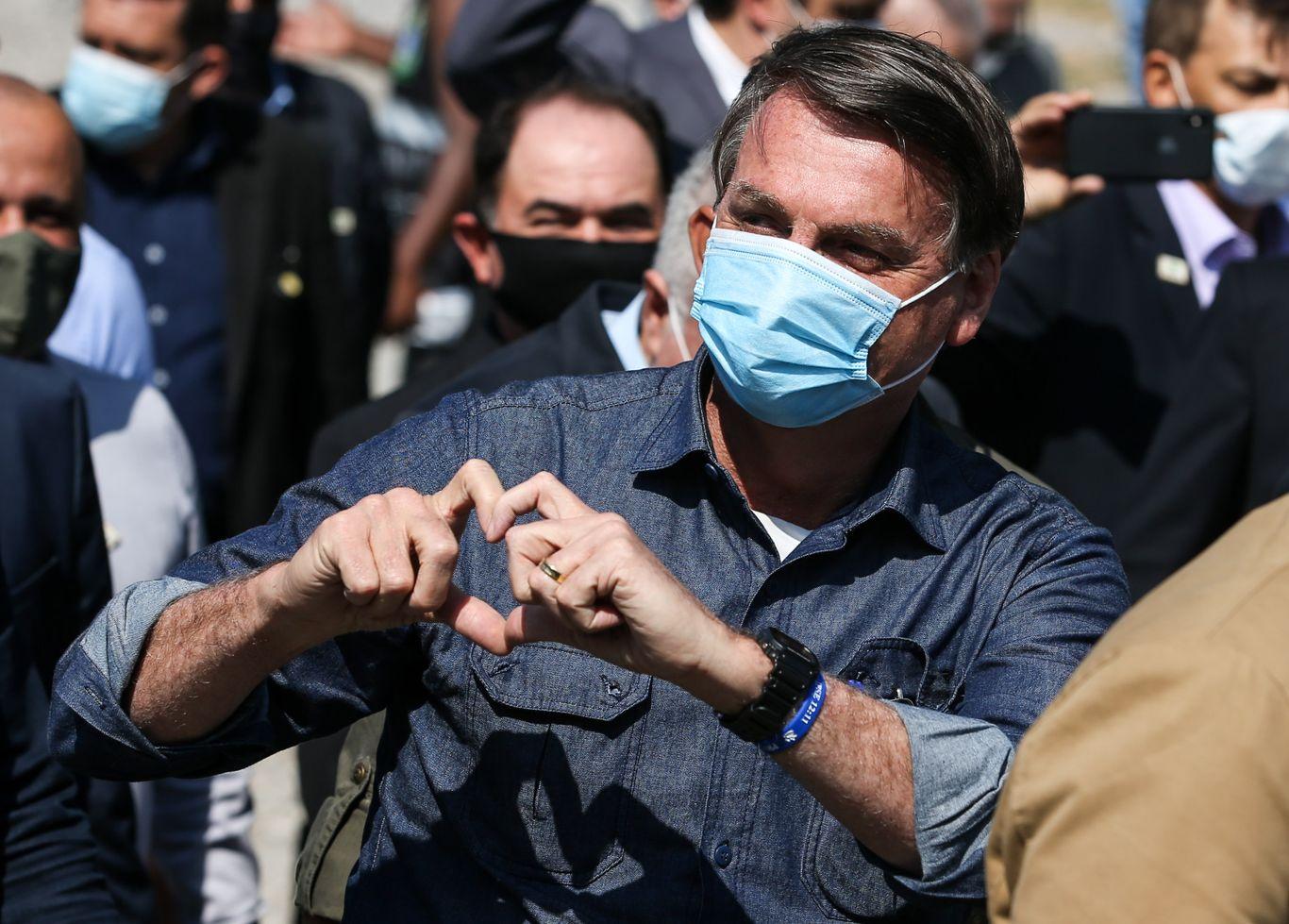 Bolsonaro celebrates soccer team's triumph as Brazil coronavirus death toll tops 100,000 thumbnail