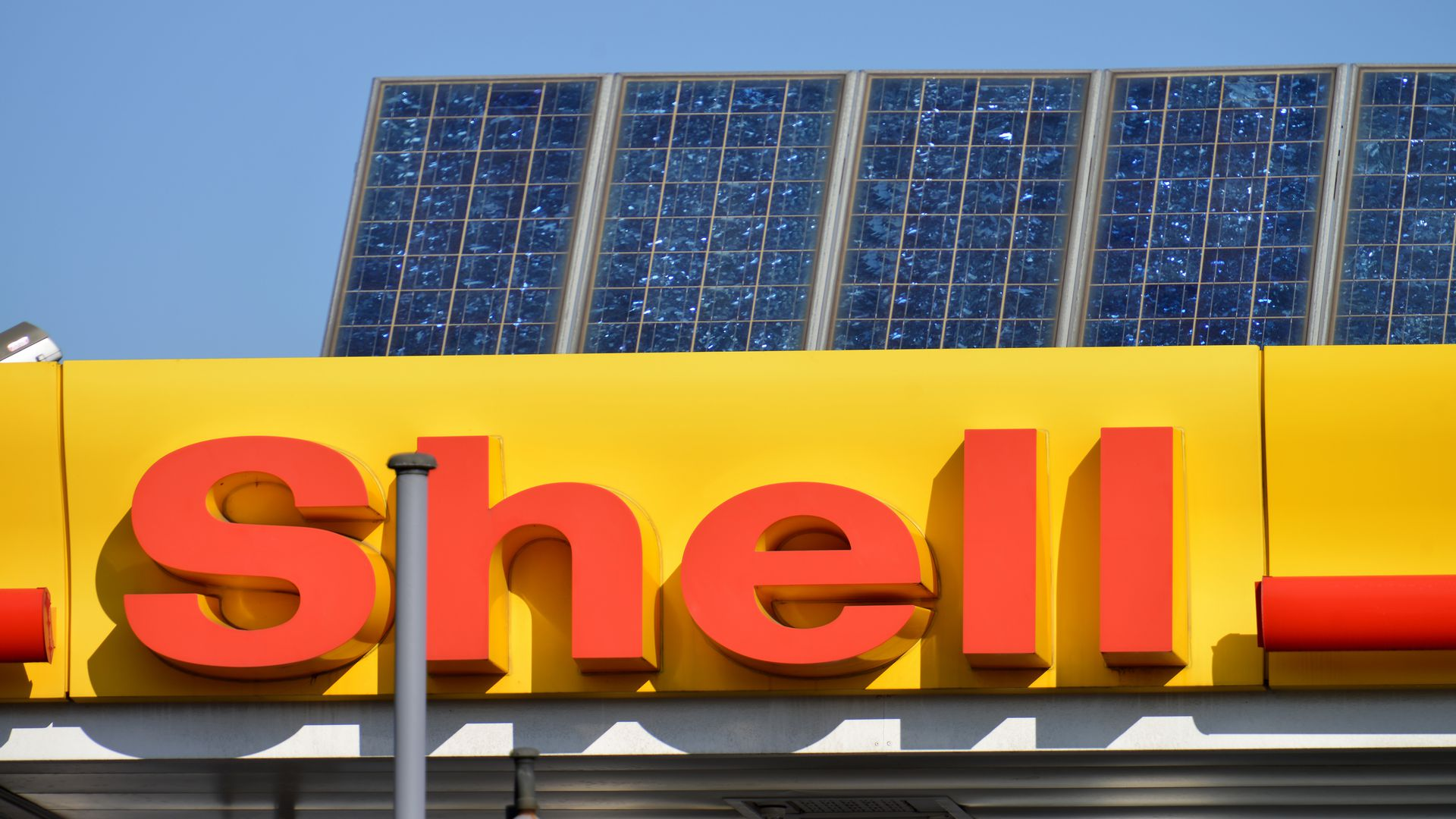 Solar panels atop a Shell gas station.