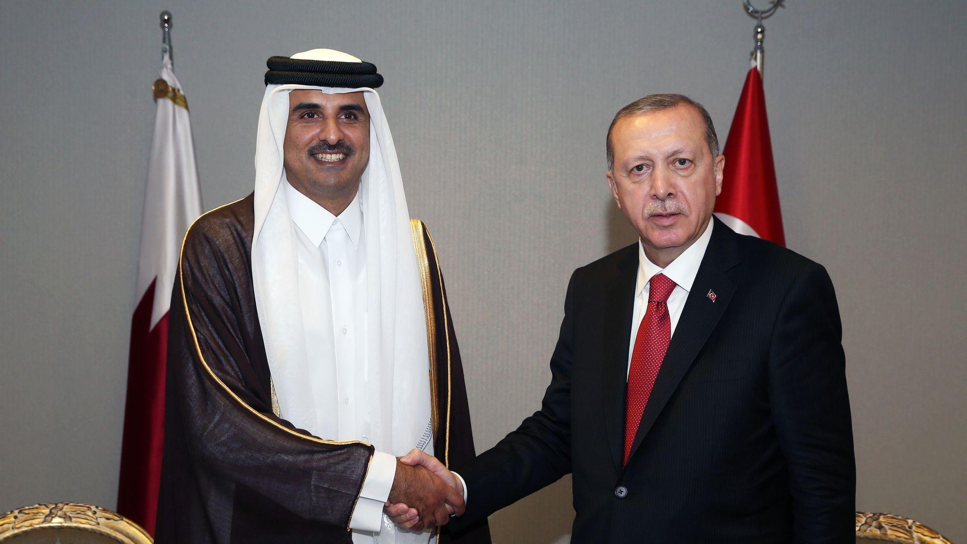 Qatar's emir and Turkey's president shaking hands
