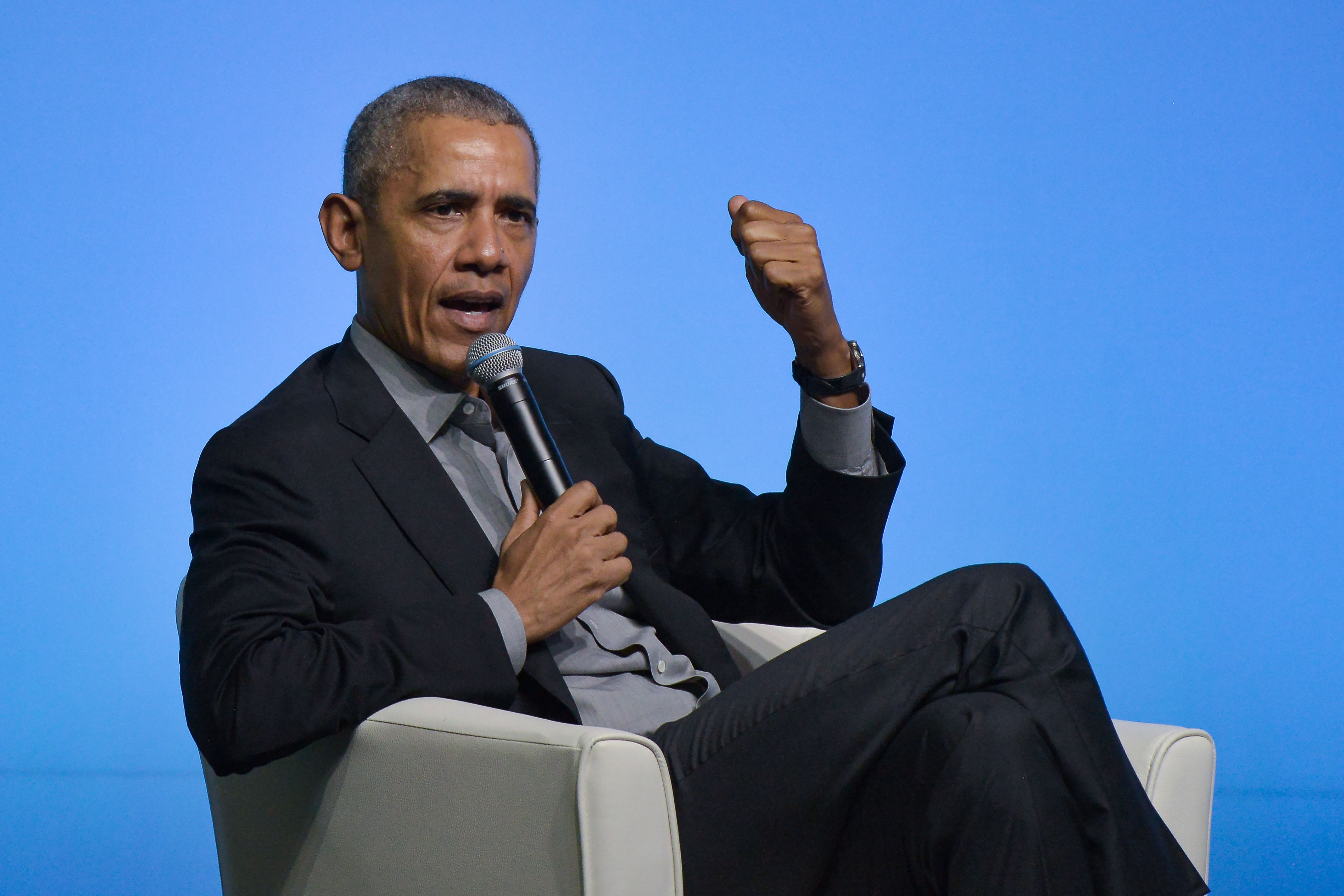 """Obama: Keep social distancing for the sake of """"our medical heroes"""""""
