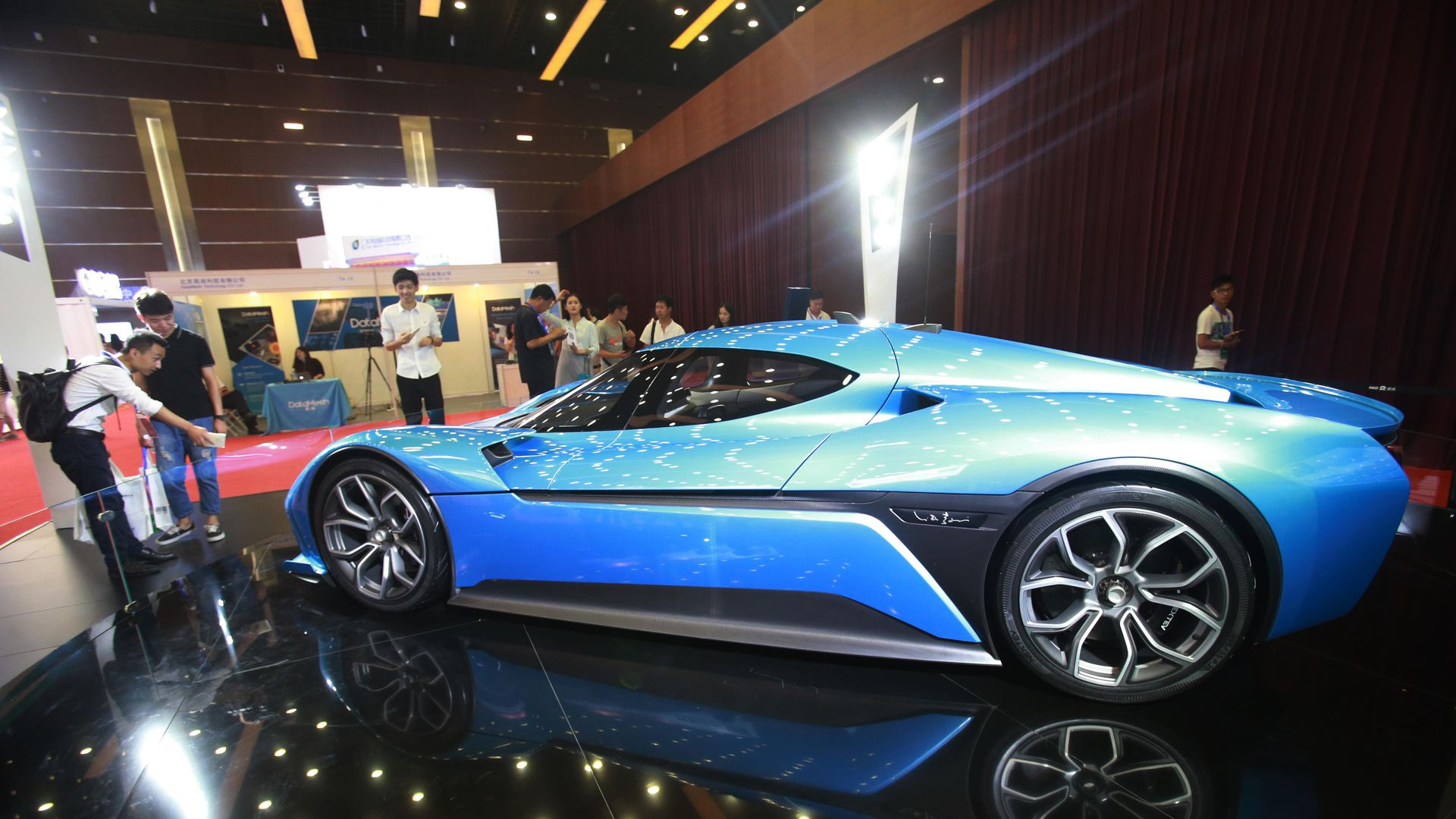 Chinese Electric Car Maker Nio Raises 1 Billion In Ipo