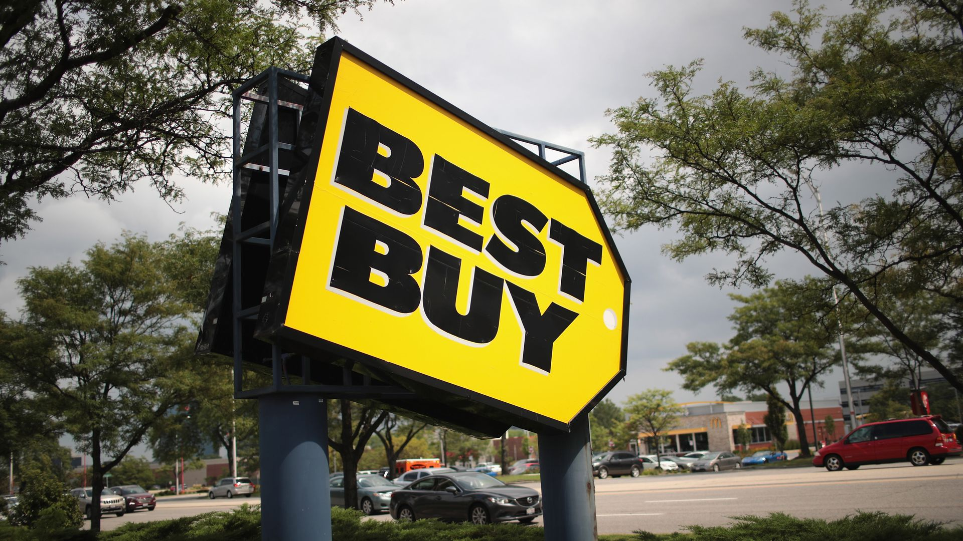 Big yellow sign that says Best Buy