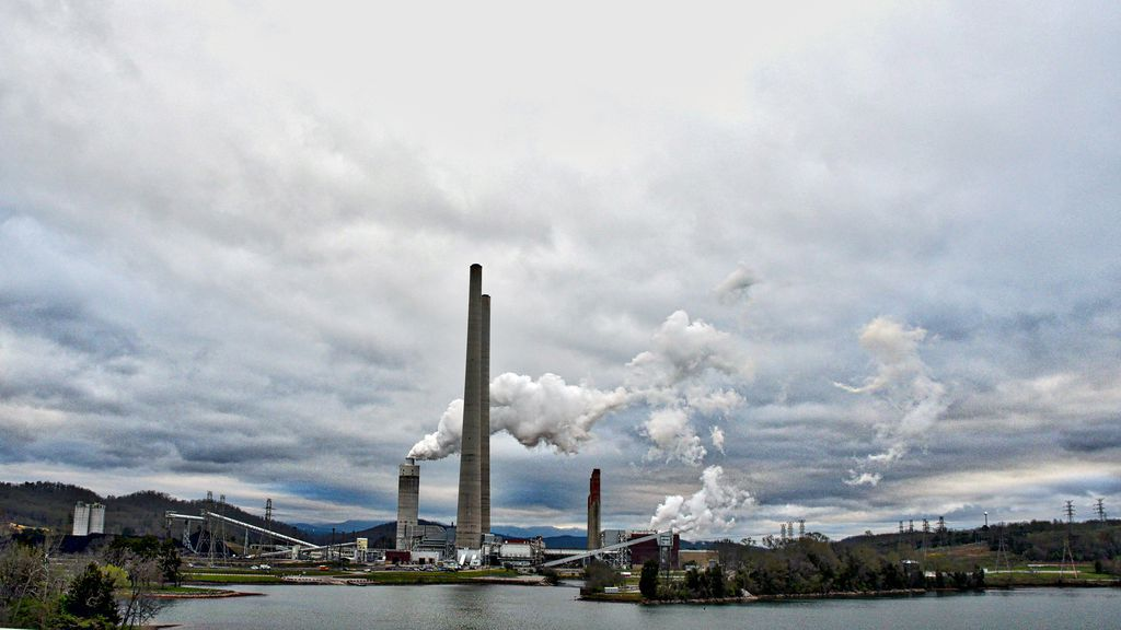Photo of coal-fired plant in Tennessee