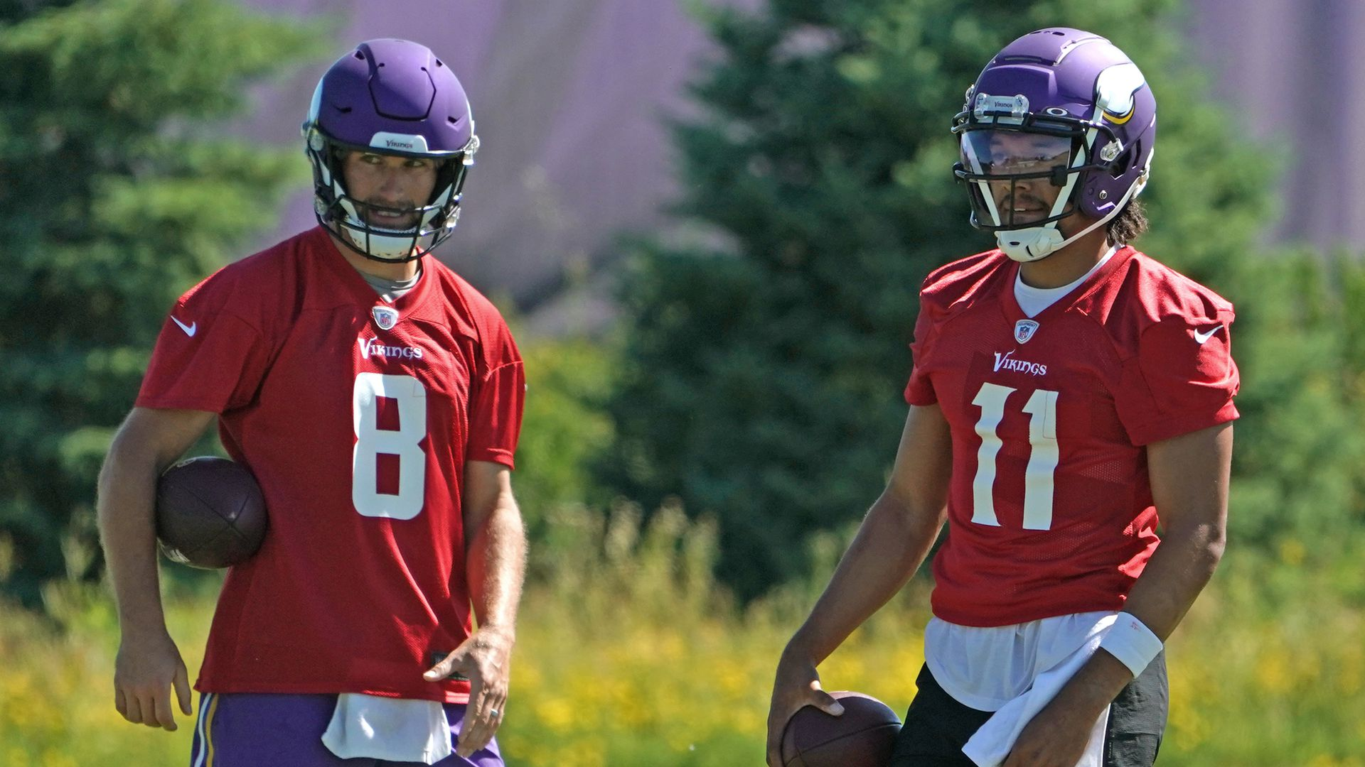 A photo of Kirk Cousins and Kellen Mond at training practice for the Minnesota Vikings.