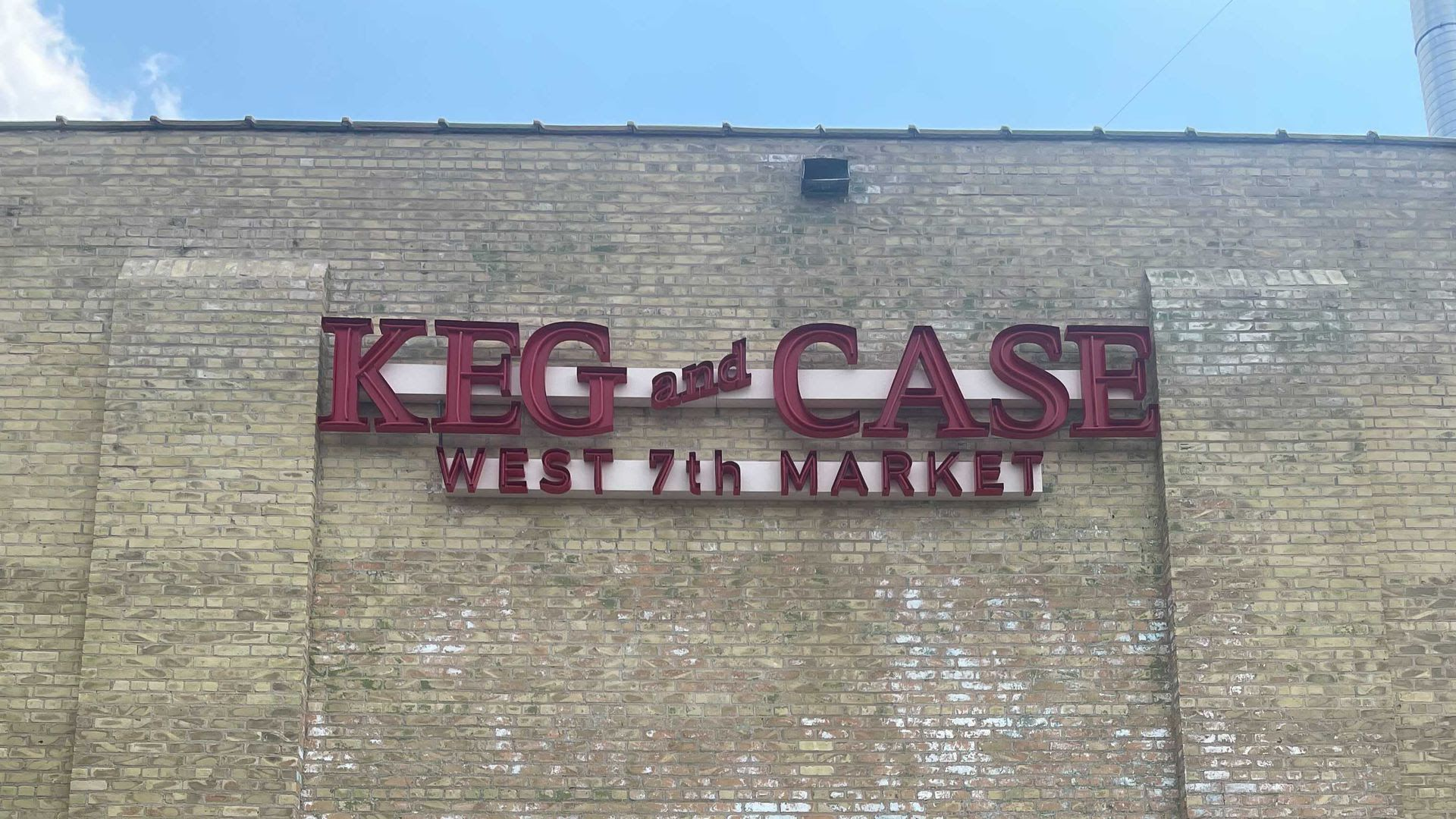 The signage on the side of St. Paul's Keg and Case West 7th Market.