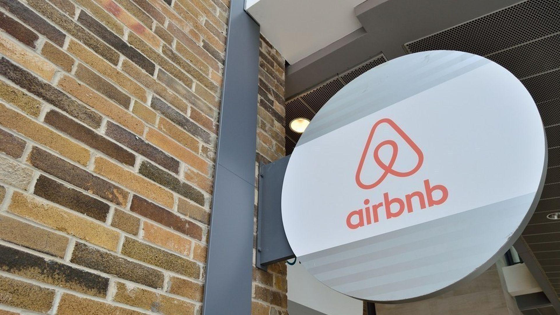 Airbnb looks at taking on Craigslist - Axios