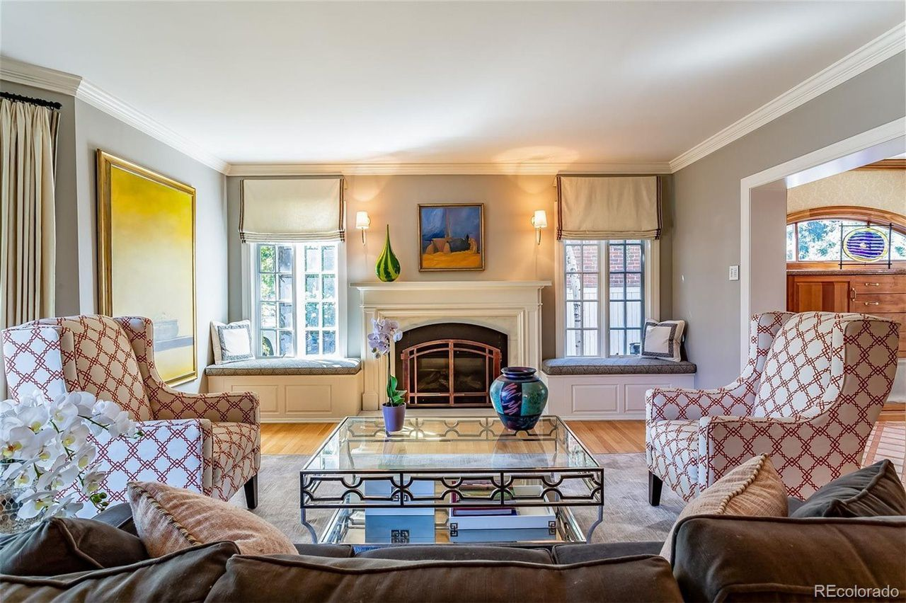 123 Dahlia St. living room