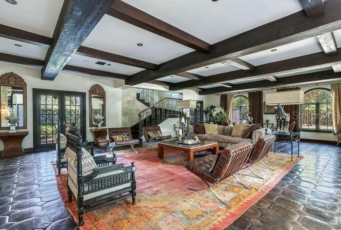 131 W. Davis Blvd living room