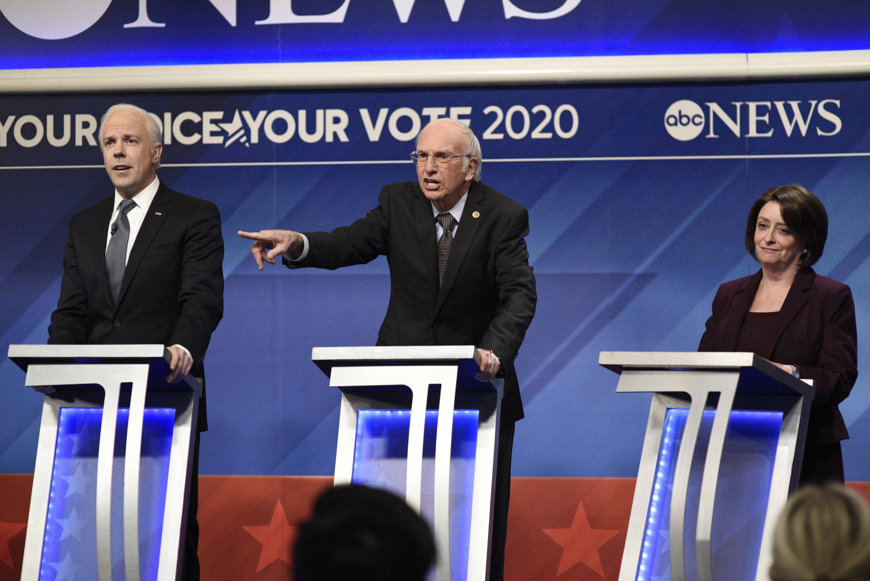 """SNL"": Jason Sudeikis and Larry David return to skewer Democratic debate - Axios"