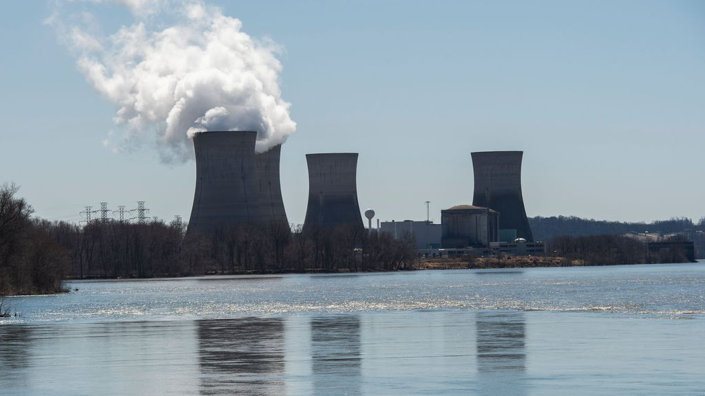 Photo of nuclear plant on Three Mile Island