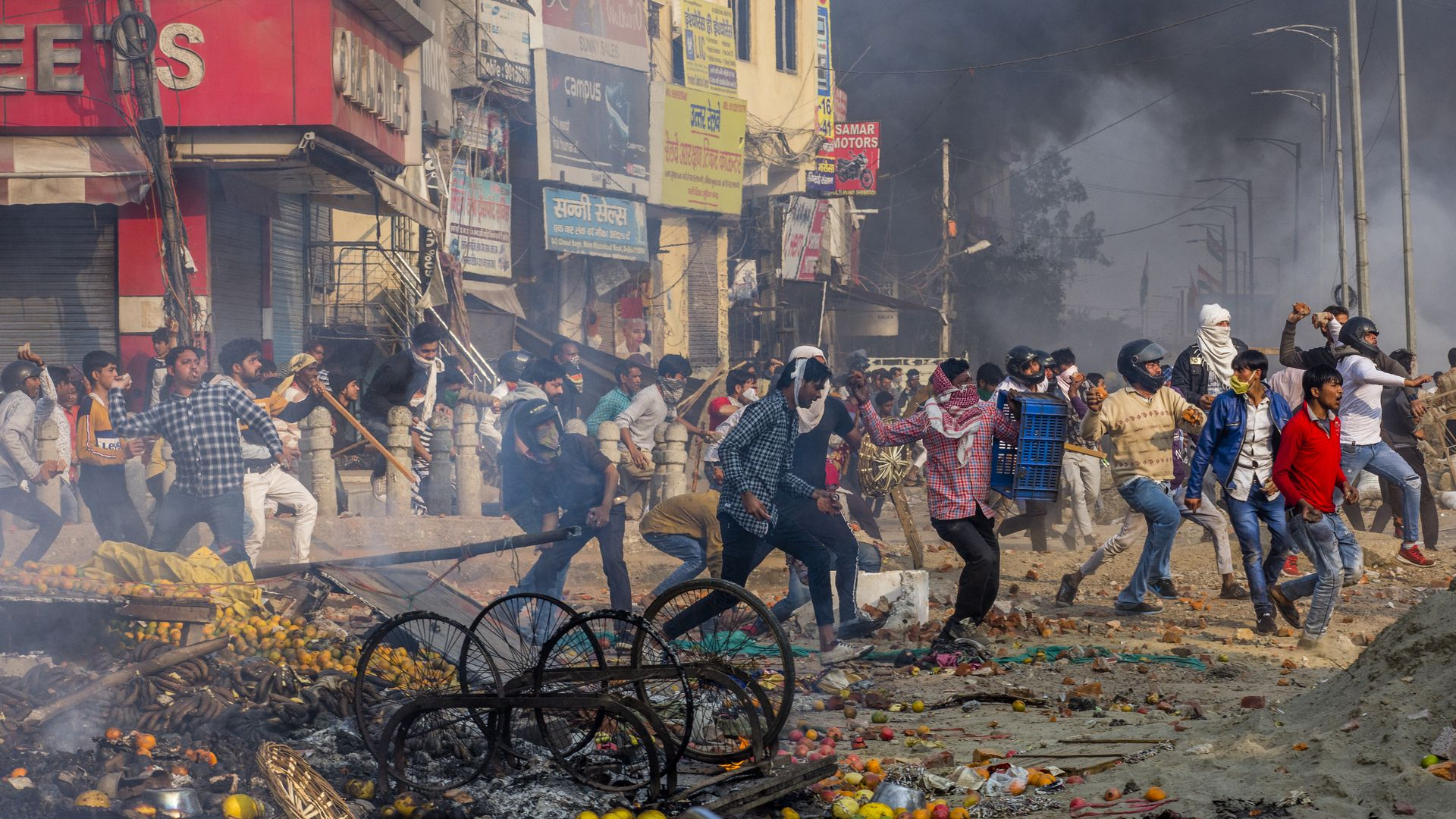 "Картинки по запросу ""Delhi rocked by deadly protests during Donald Trump's India visit"""