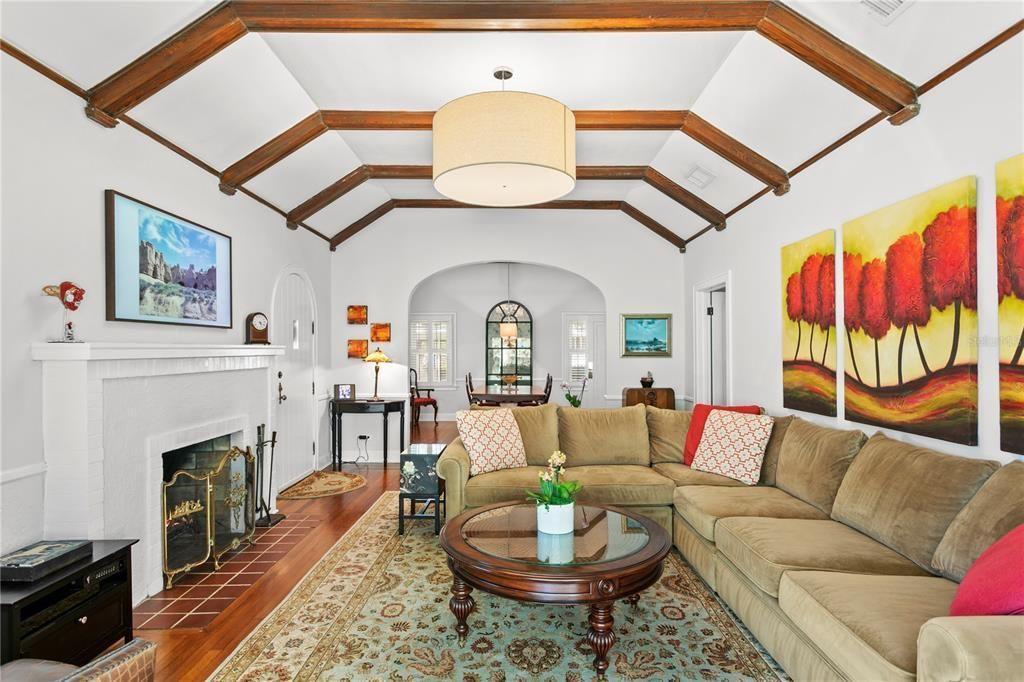 506 16th Ave. NE  living room