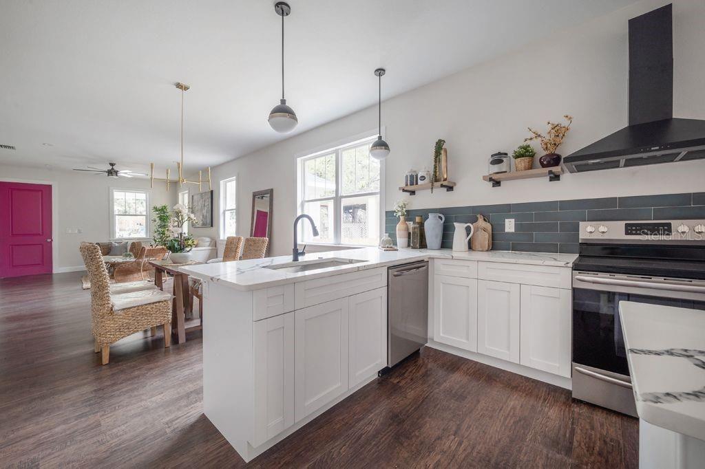 1812 E. Knollwood St. kitchen