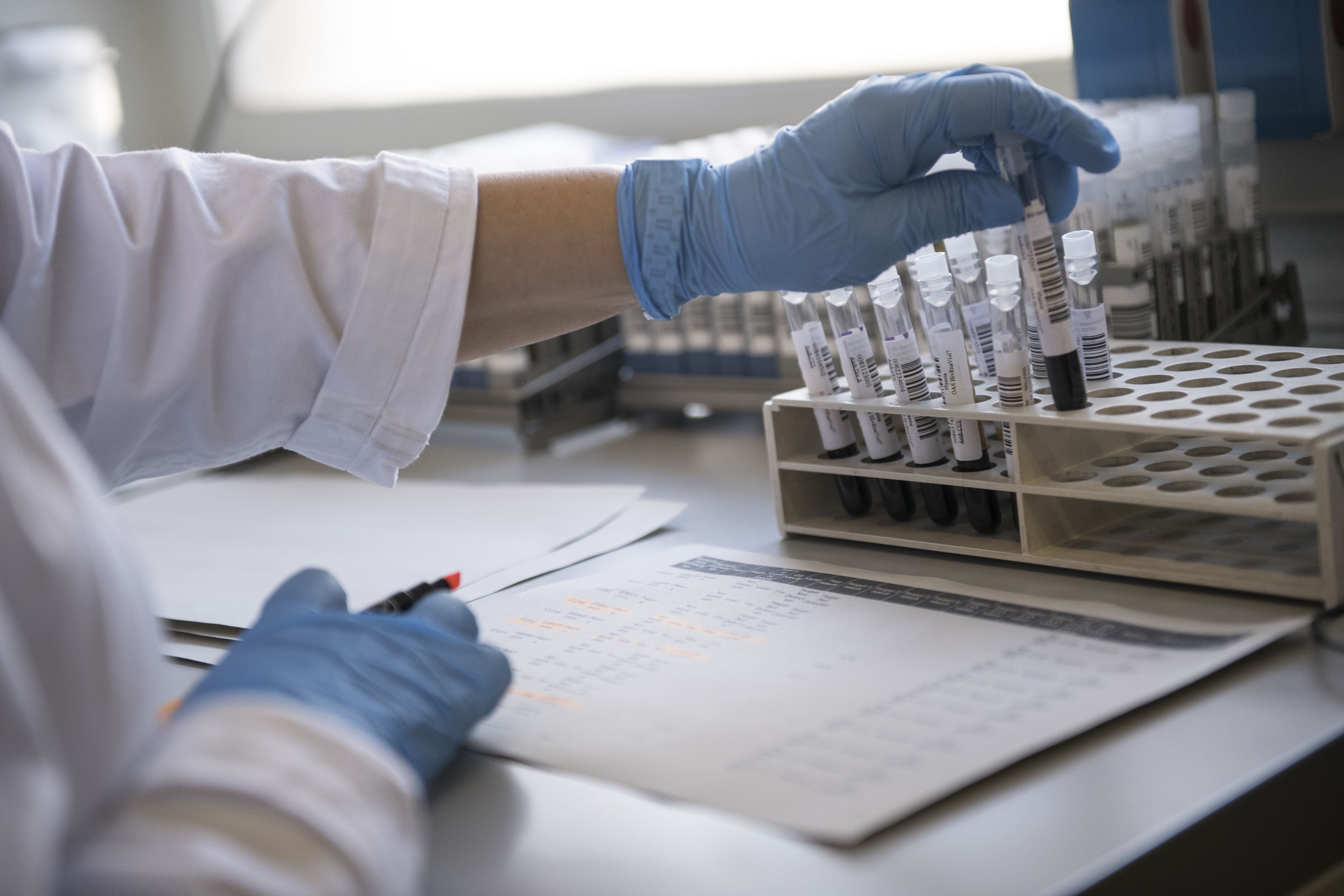 FDA approves treatment of critically ill coronavirus patients using recovered patients' blood