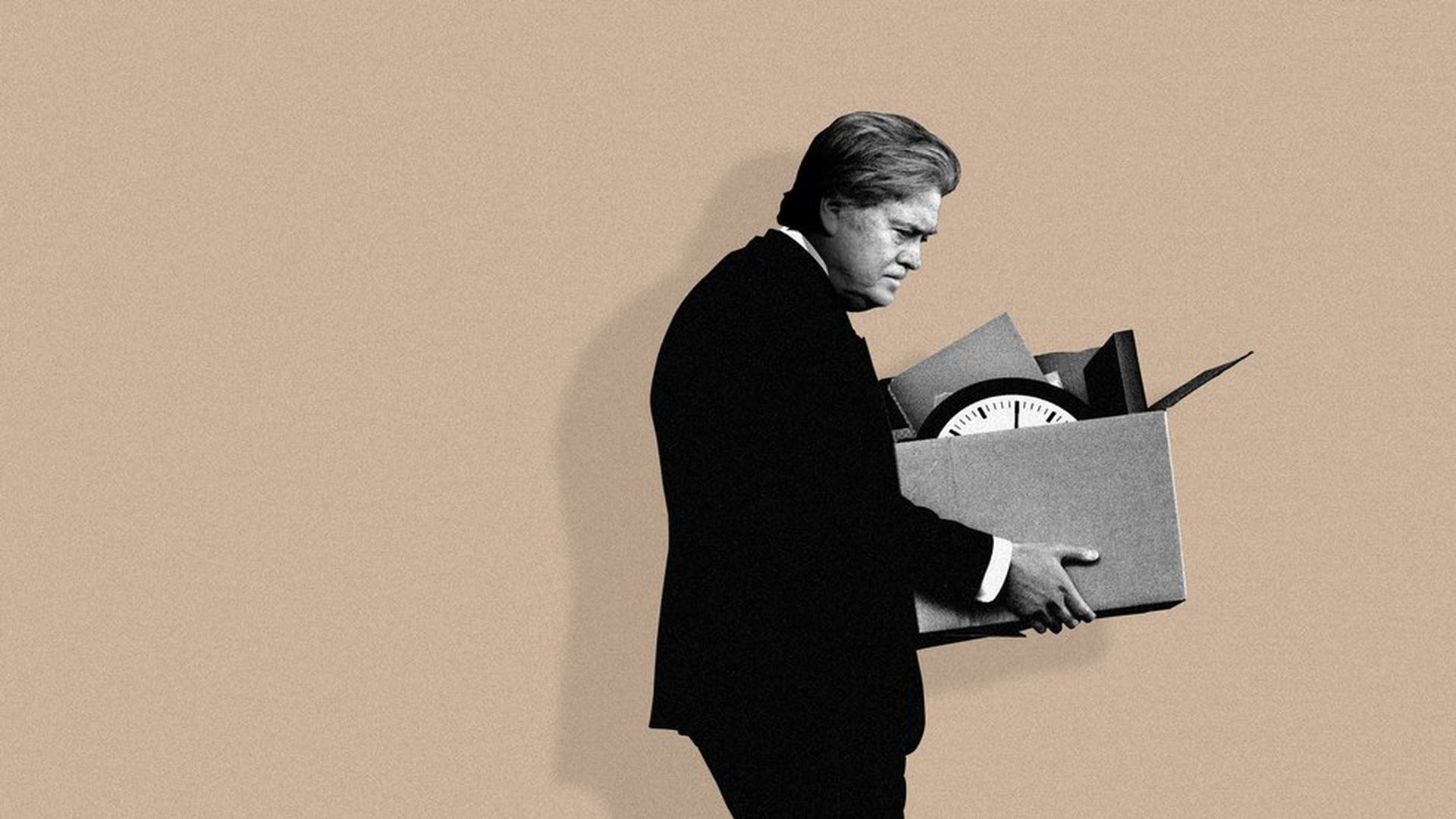 Steve Bannon packs up his things