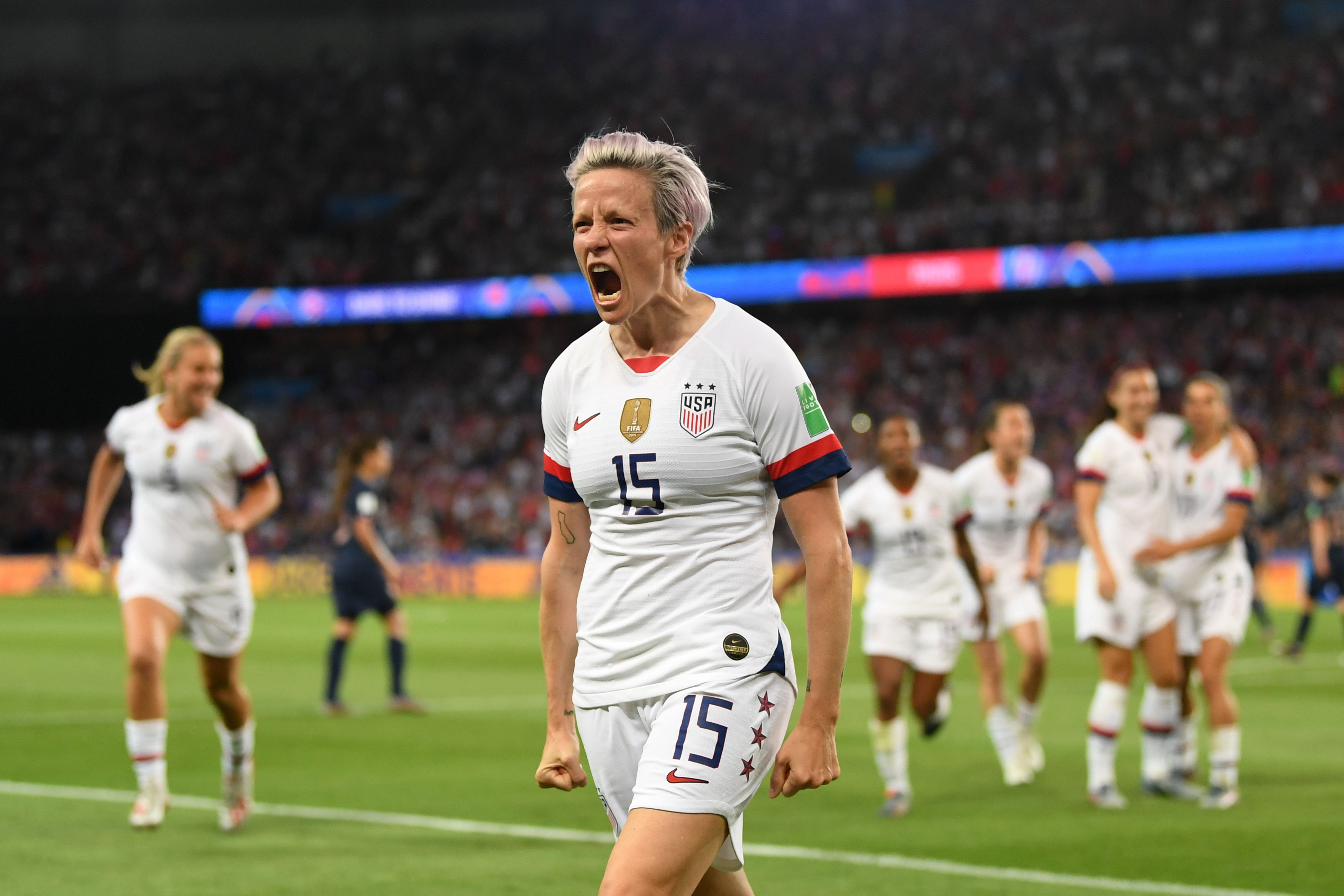 Megan Rapinoe celebrates her goal