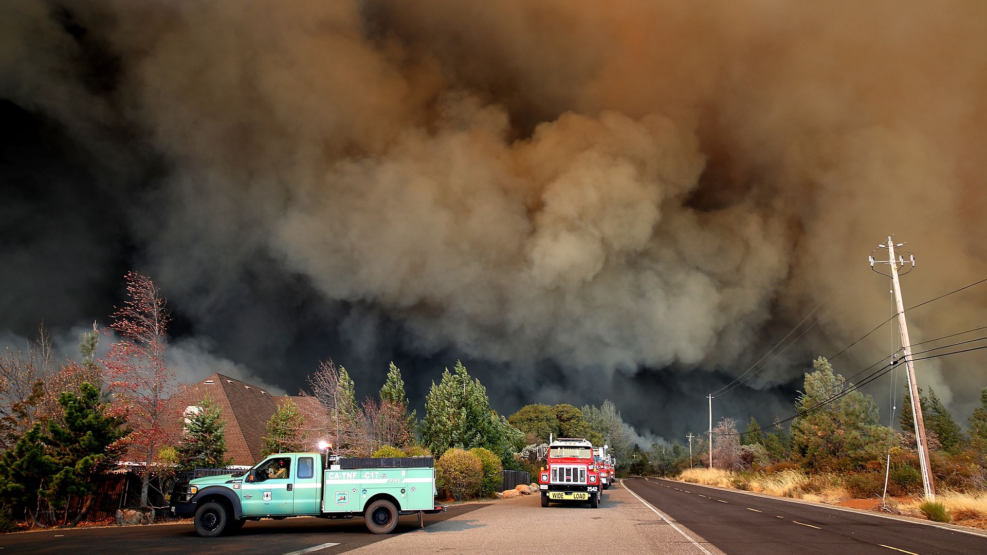 A plume of smoke rises above the Camp Fire. Photo: Justin Sullivan/Getty Images