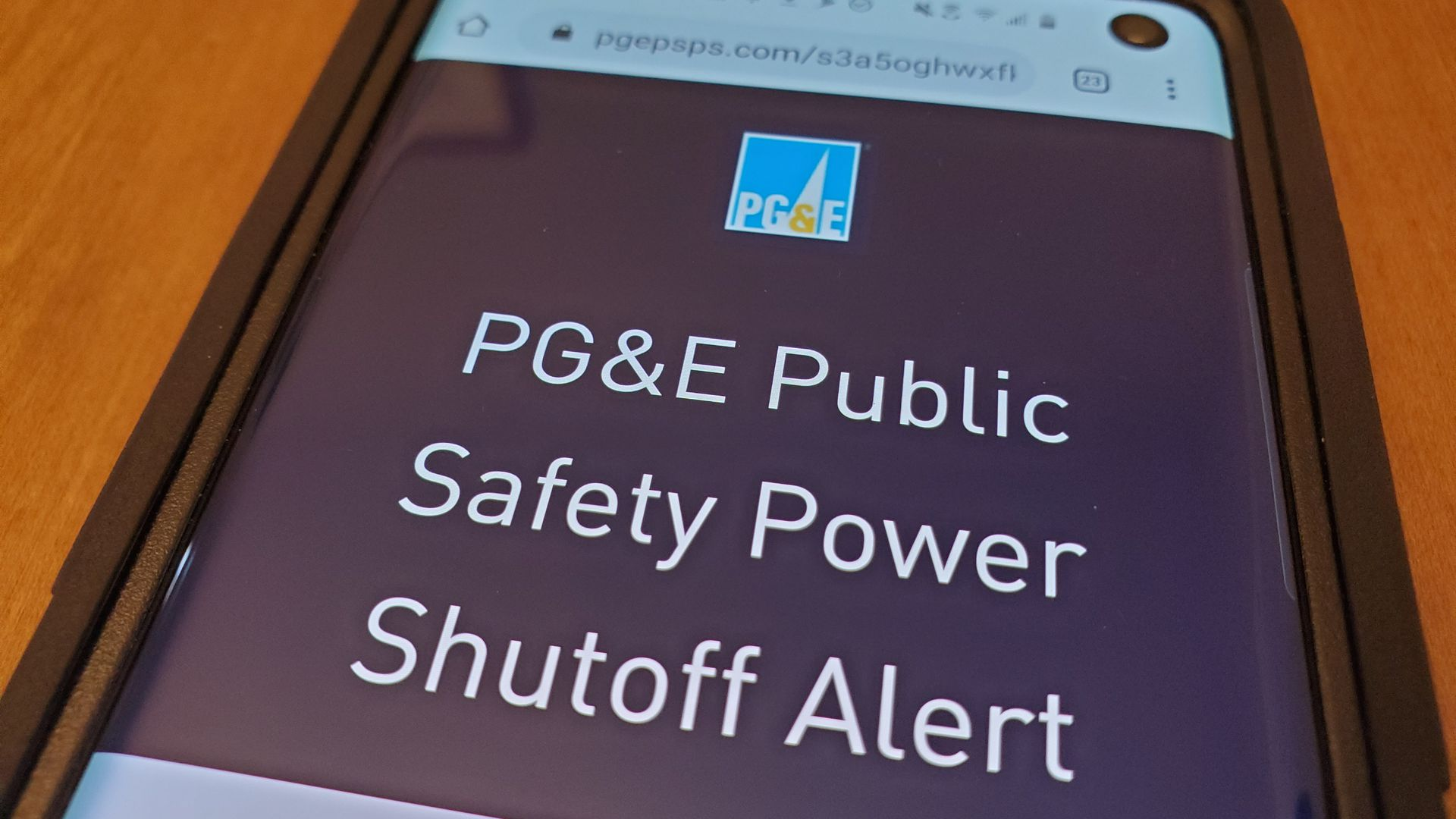 A cellphone displaying a PG&E power alert.