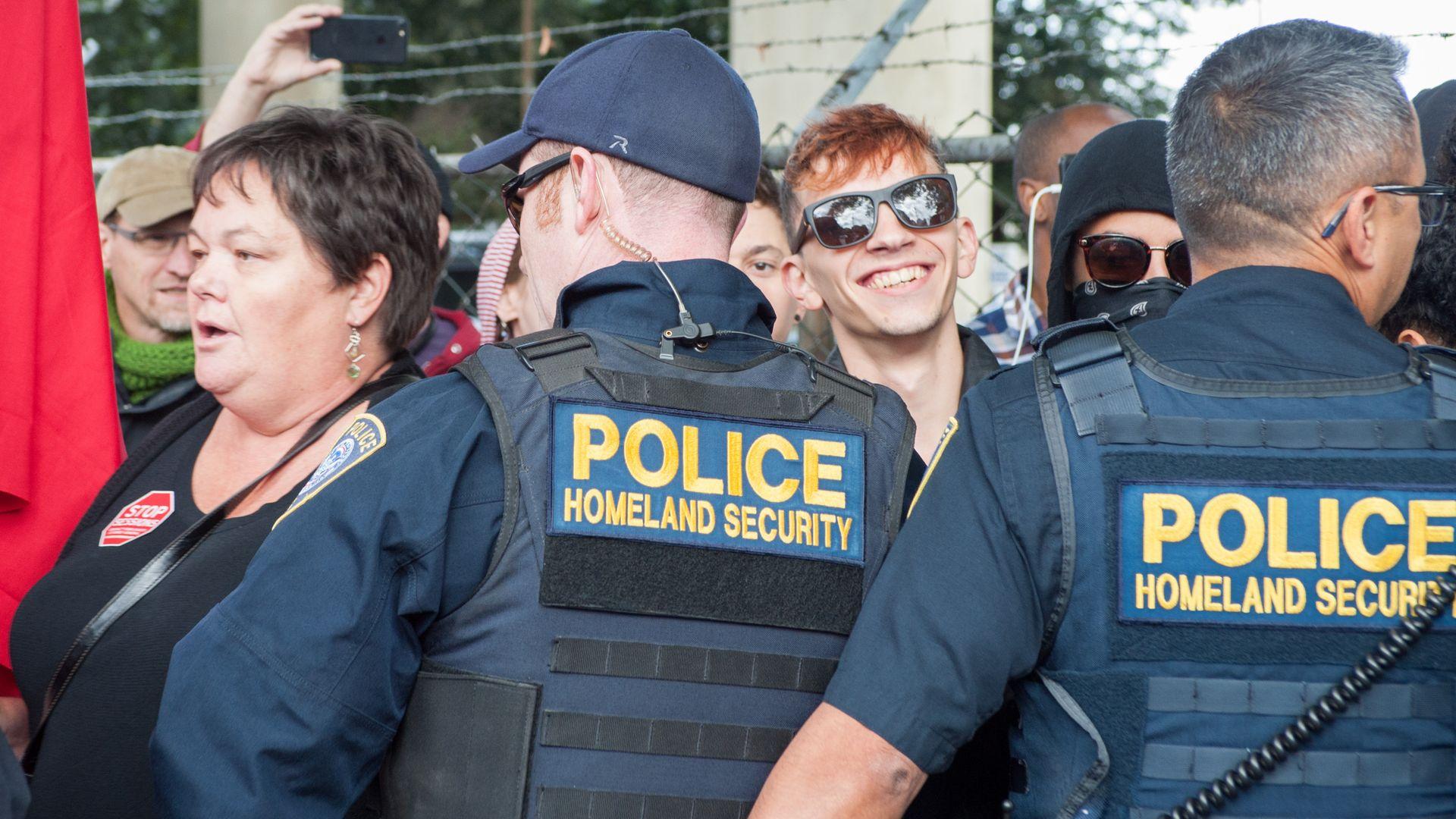 homeland security police block off protestors