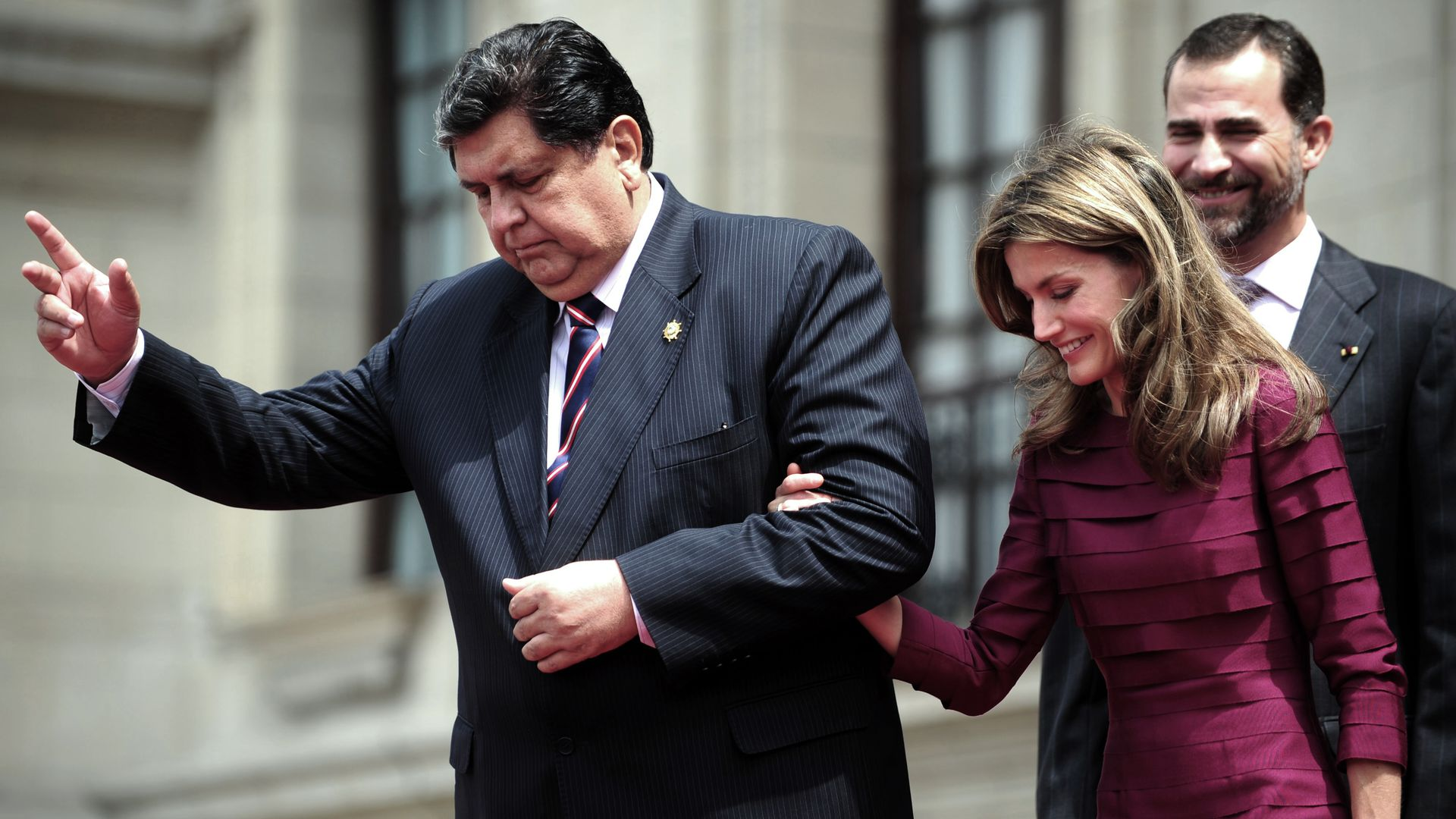 Former Peruvian president, facing arrest, commits suicide