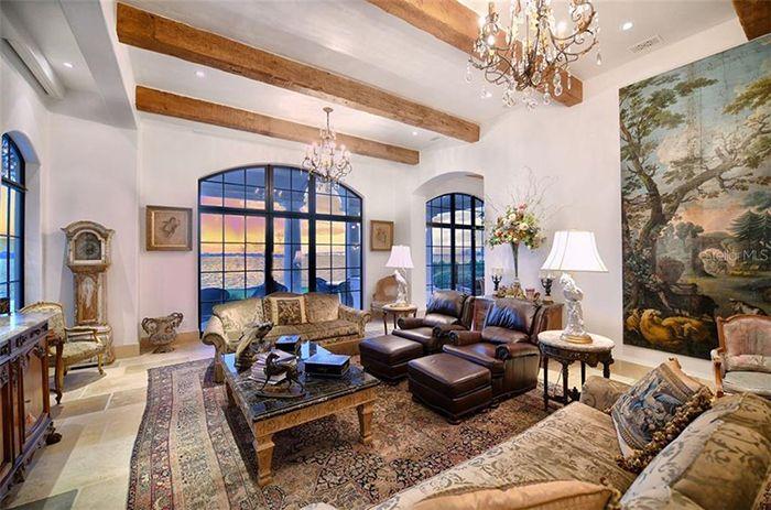 1309 Vista Drive living room